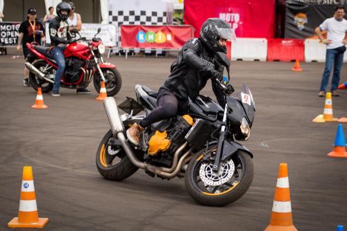 Motorcycle gymkhana sport