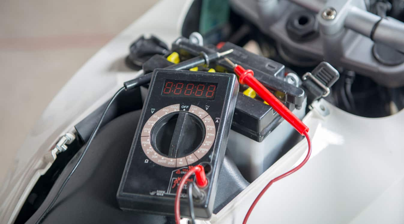 checking motorcycle battery with multimeter